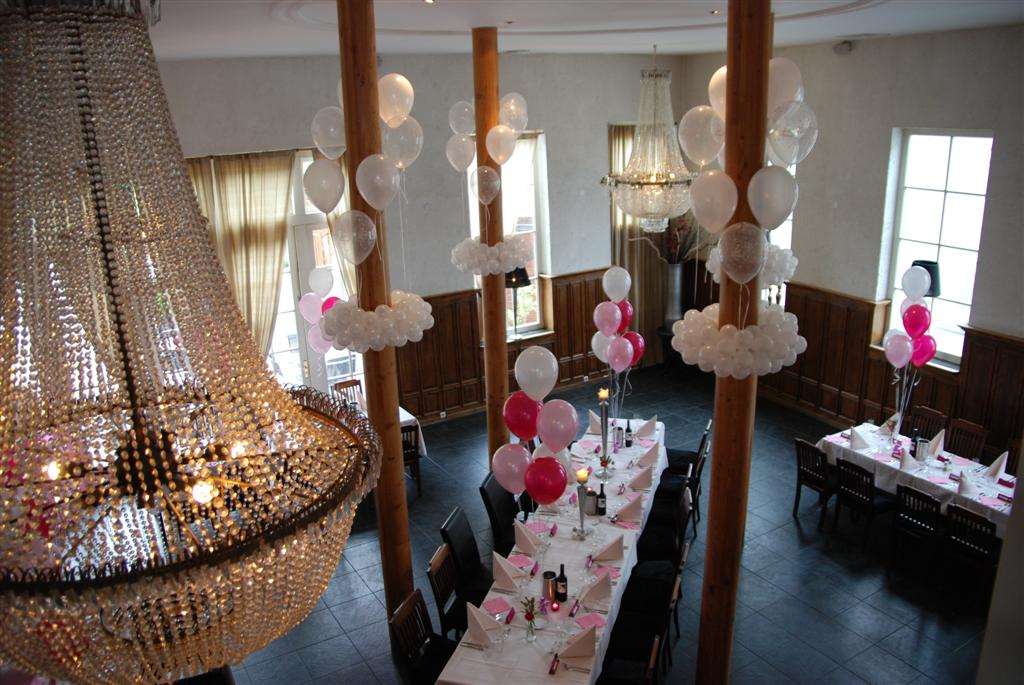 De Ballonnenkoning-Koetshuis-Rotterdam-ballonnen-dinertafel-roze-wit